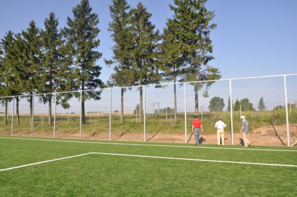 Budowa boiska w Żabinach