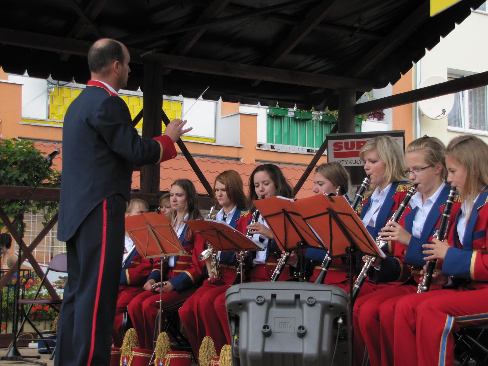 Orkiestra w nowych strojach
