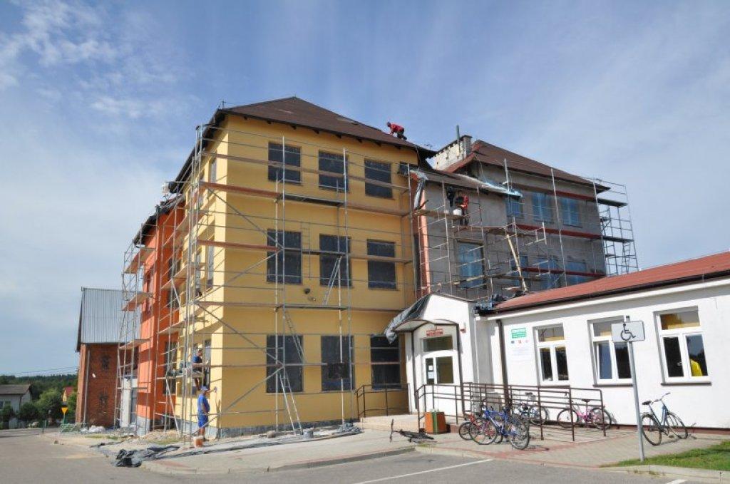 Remont elewacji i dachu SP w Rybnie