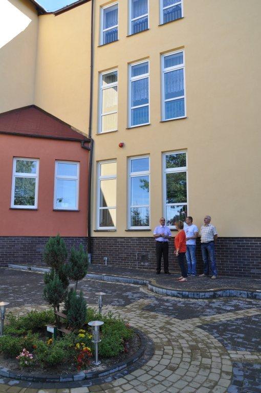 Odnowiona elewacja szkoły w Rybnie