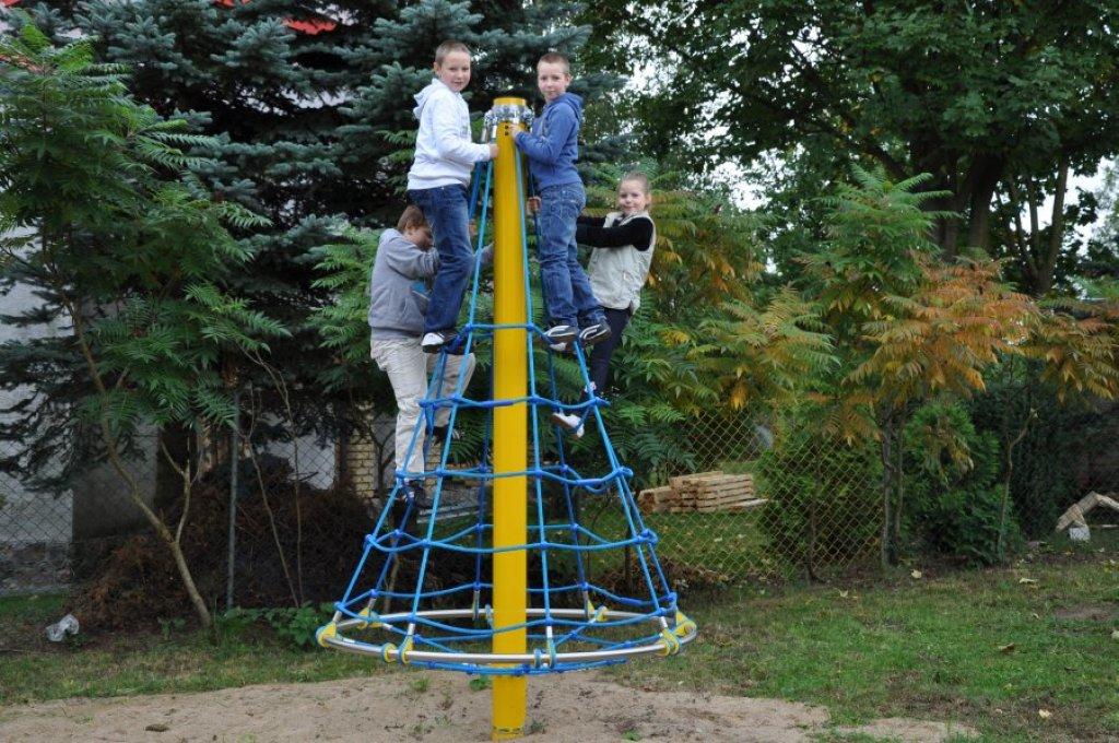 Zakończenie projektu pn. 'Wyposażenie placu zabaw w Grądach'