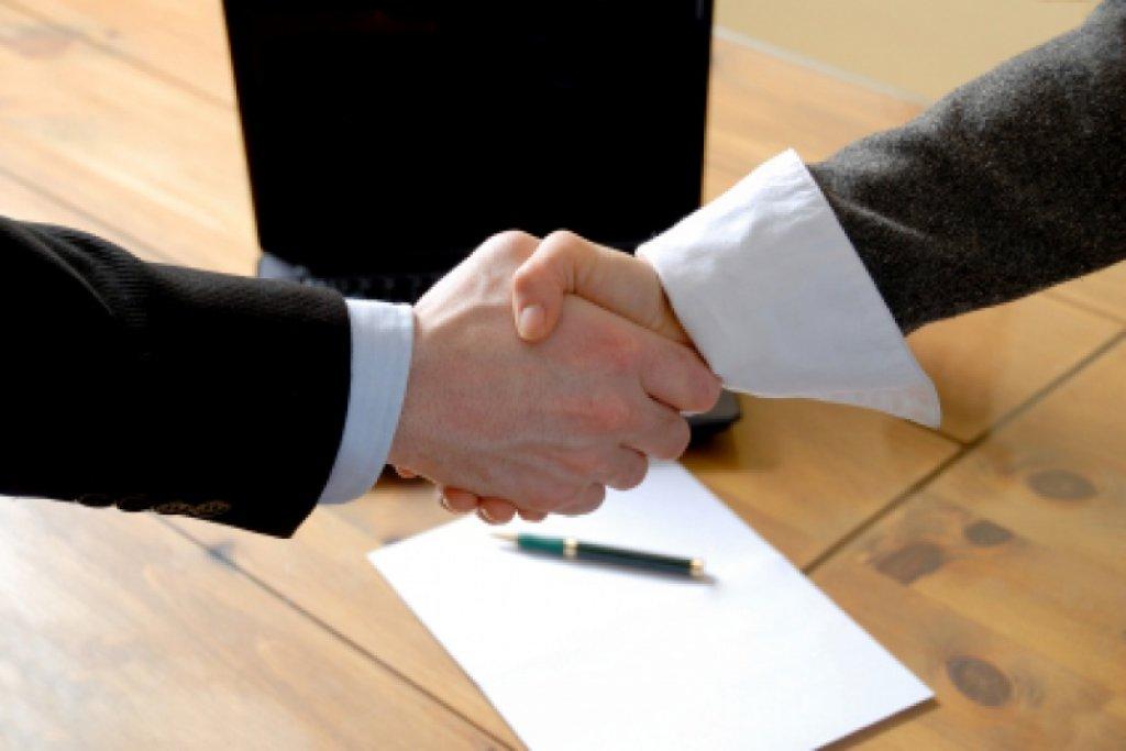 Podpisano umowę na budowę boiska w Rumianie