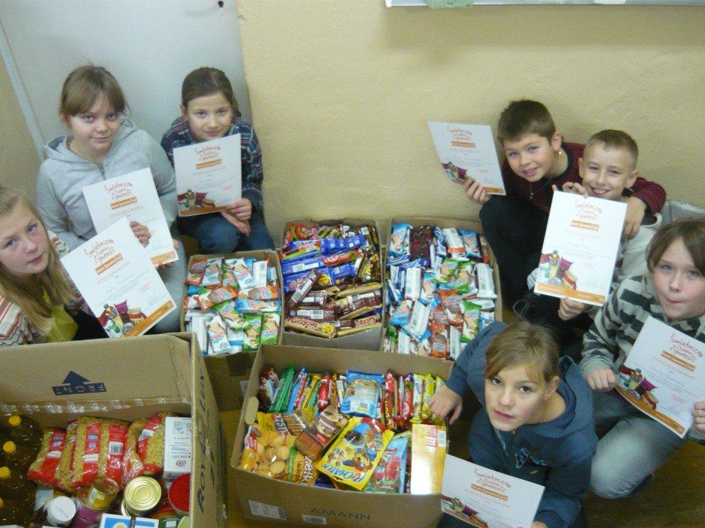 Wolontariusze dziękują darczyńcom