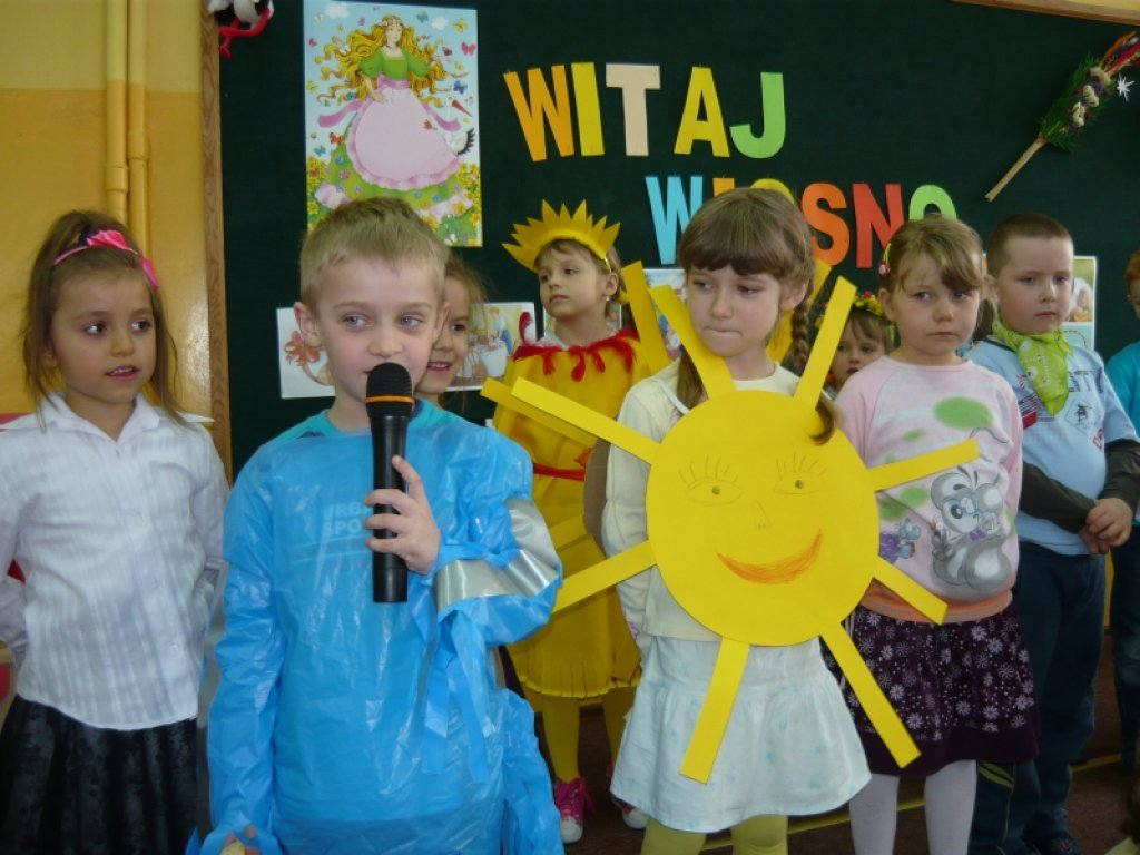 Tradycyjne powitanie wiosny w przedszkolu w Rybnie