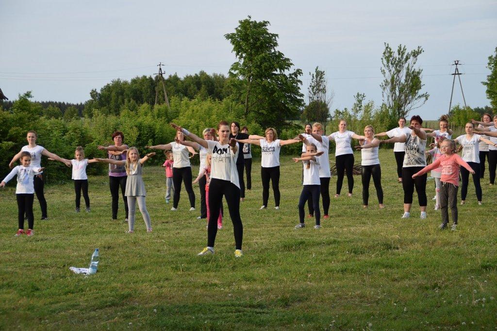 Grupowa akcja aerobikowa