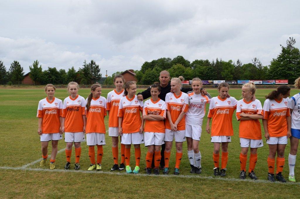Piłkarska kadra dziewcząt czeka