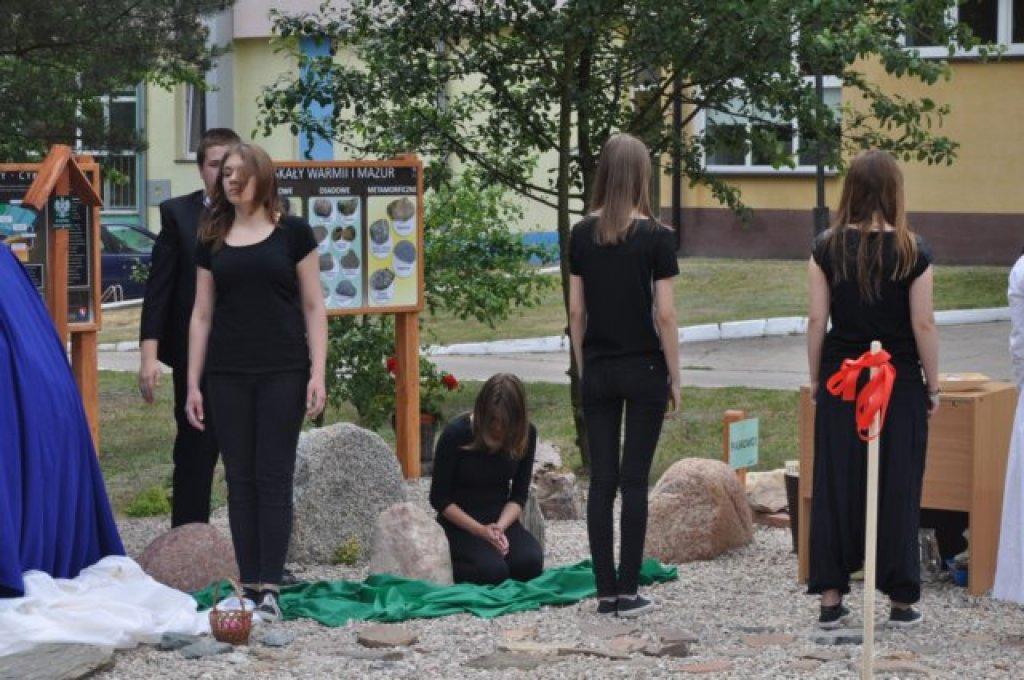 Otwarcie lapidarium przy Zespole Szkół w Rybnie