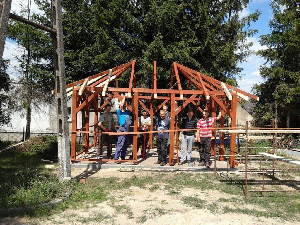 Koszelewy: Sołtys dziękuje za pomoc w budowie altanki i grilla
