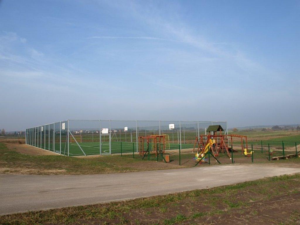 Remont boiska przy SP w Rybnie