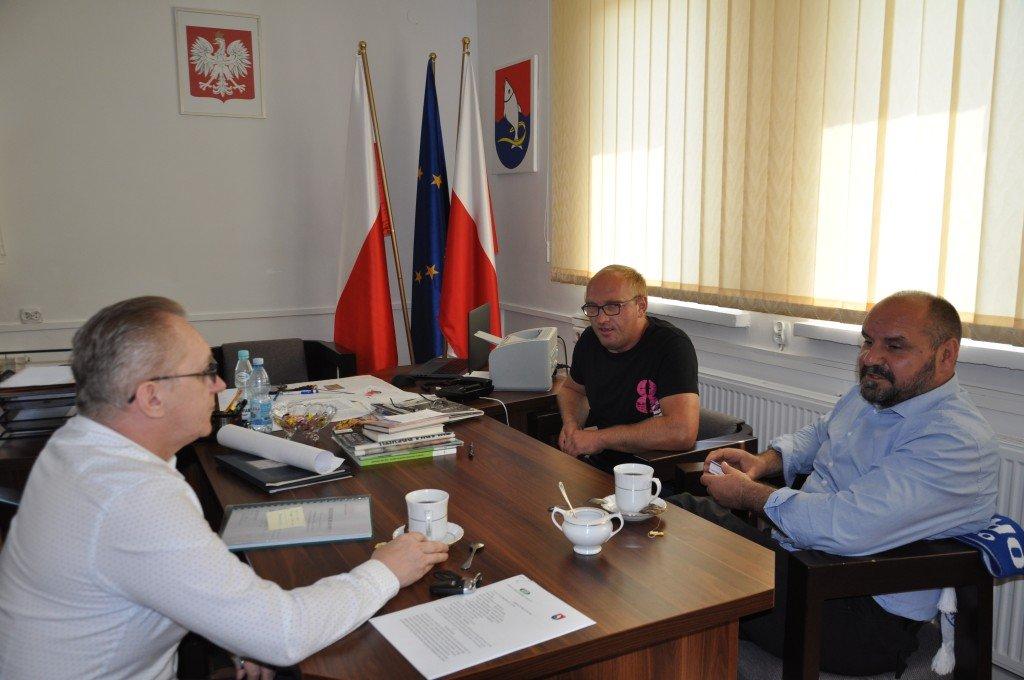 Podpisanie umowy na remont ciągu pieszo-jezdnego w Tuczkach