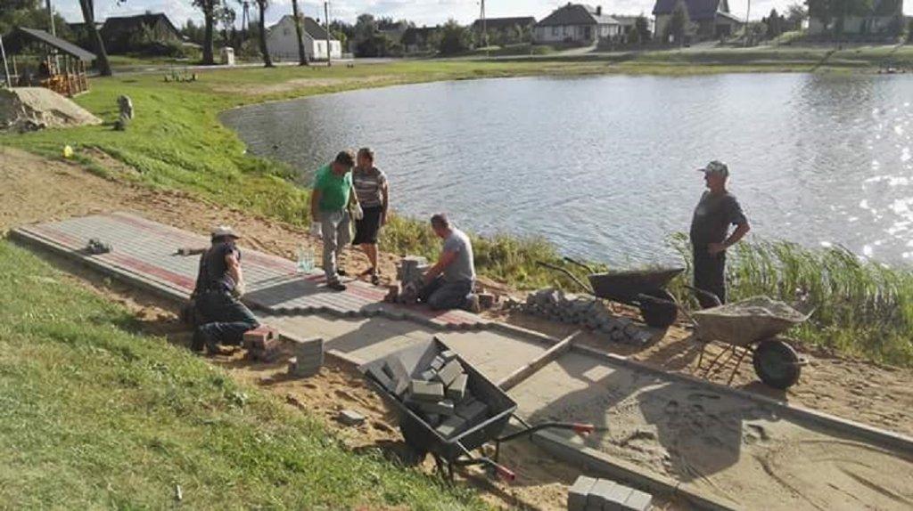 Żabiny: Mieszkańcy rozpoczęli budowę deptaka