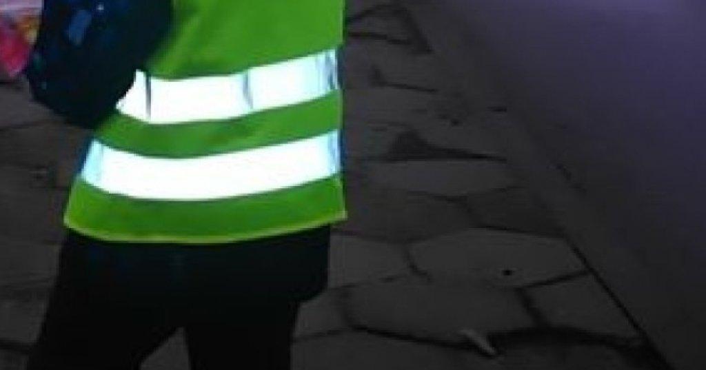 Policjanci przypominają o obowiązku używania odblasków