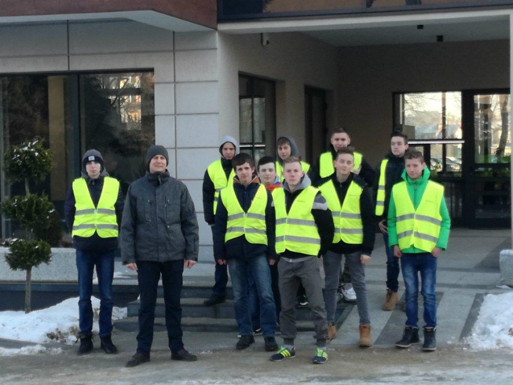 Gimnazjaliści z Rybna odwiedzili zakład SZYNAKA-MEBLE