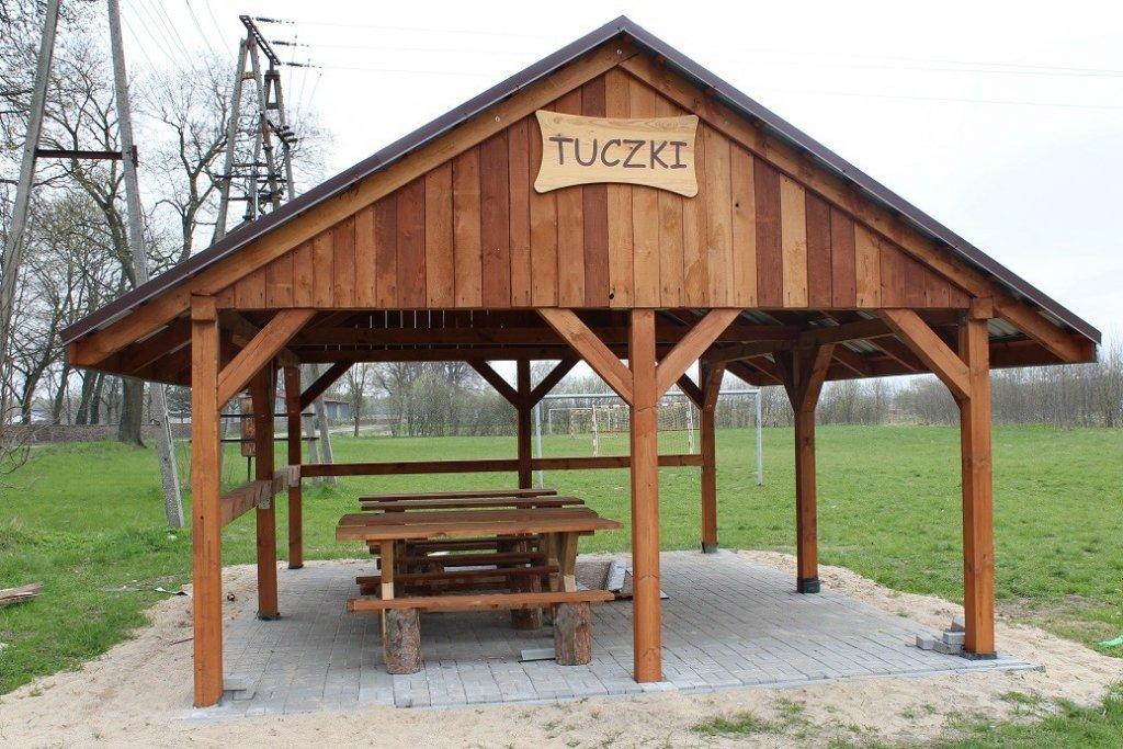 Tuczki: Mieszkańcy zbudowali altanę