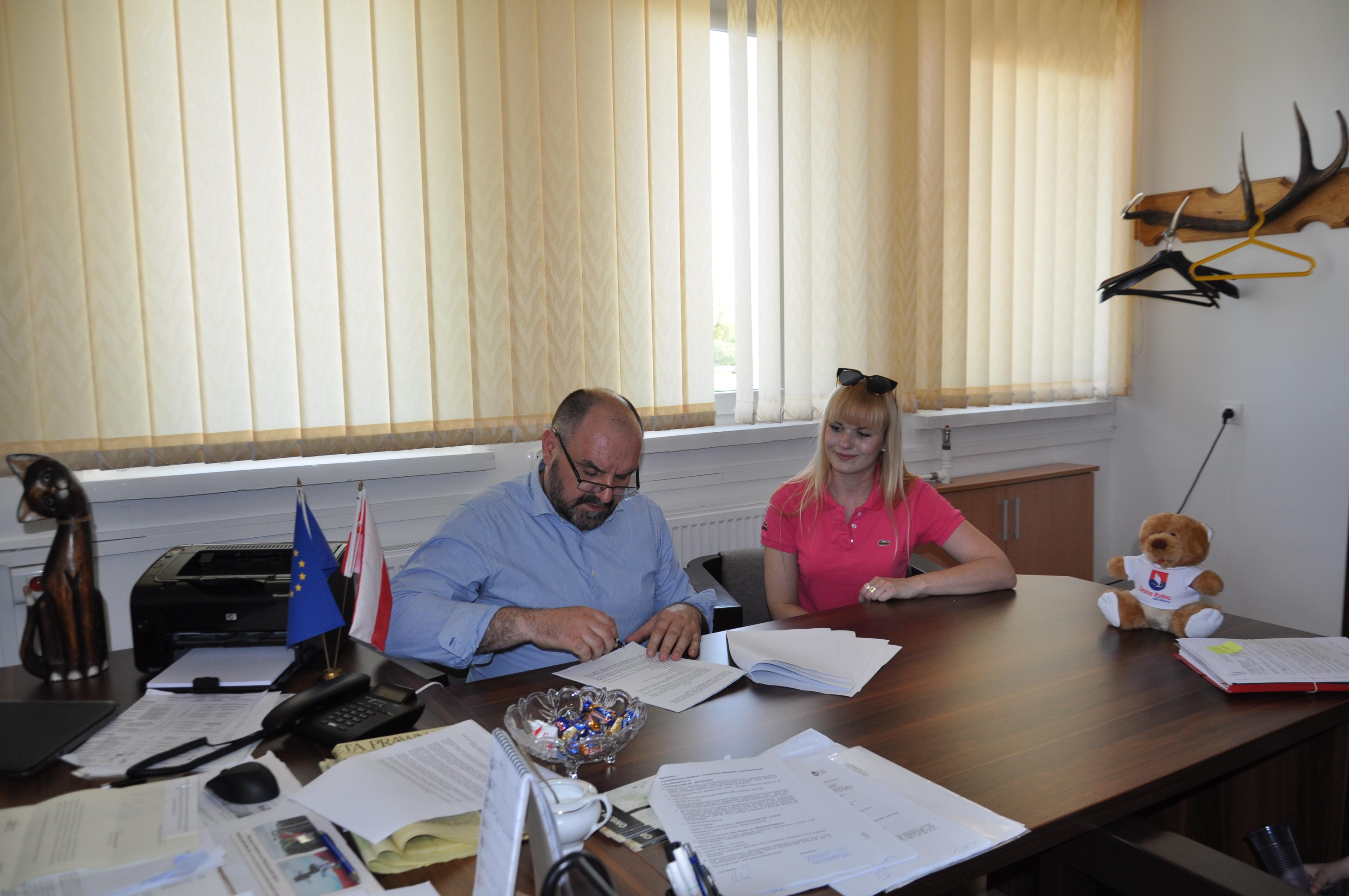 Podpisanie umowy na przebudowę ul. Zarybińskiej