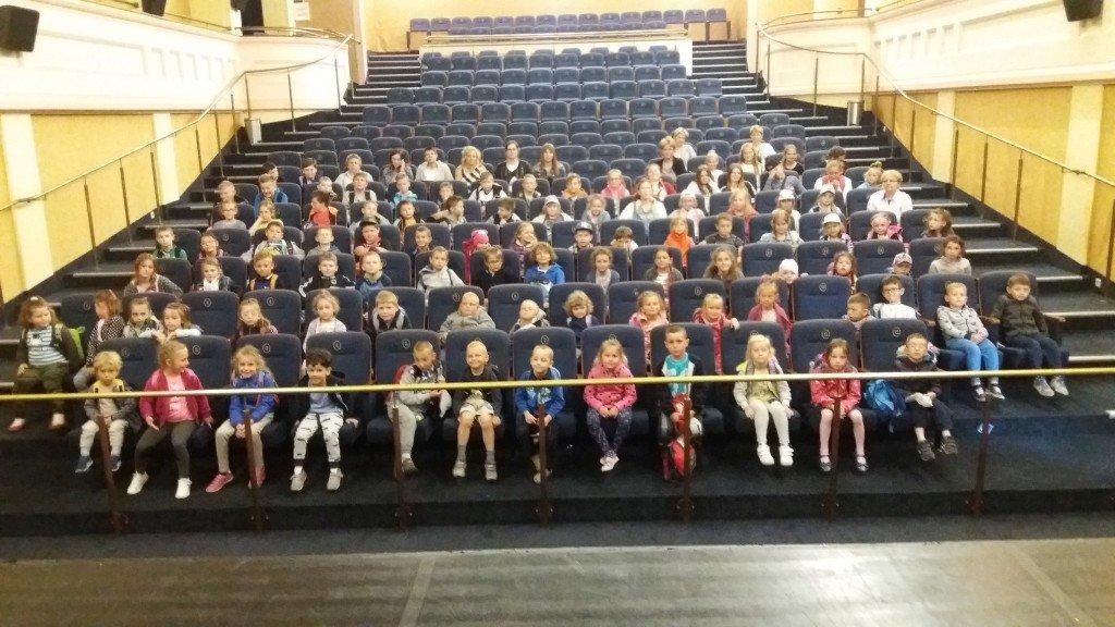 Żabiny: Z okazji Dnia Dziecka dzieci pojechały do kina