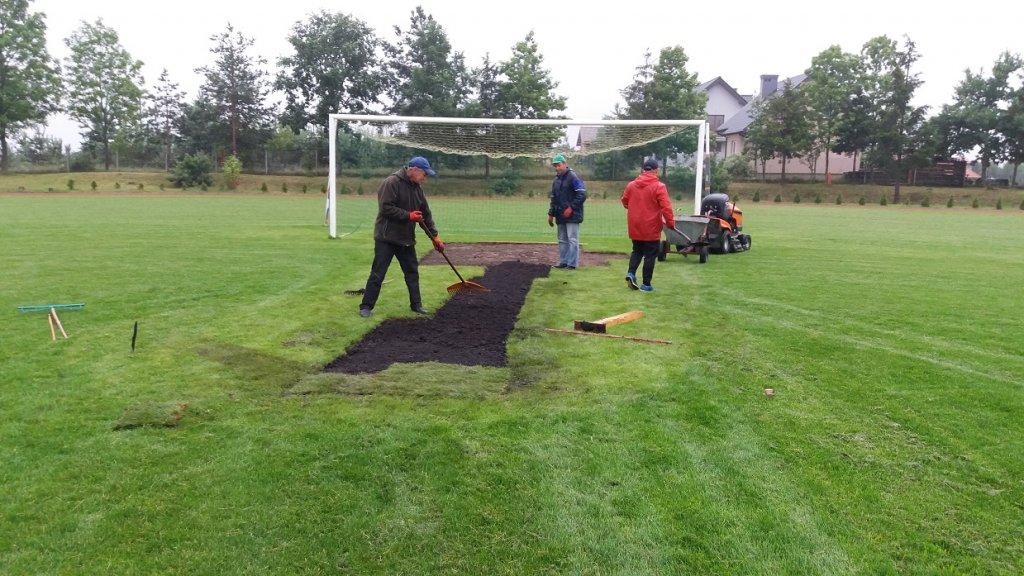 Renowacja nawierzchni boiska sportowego w Rybnie