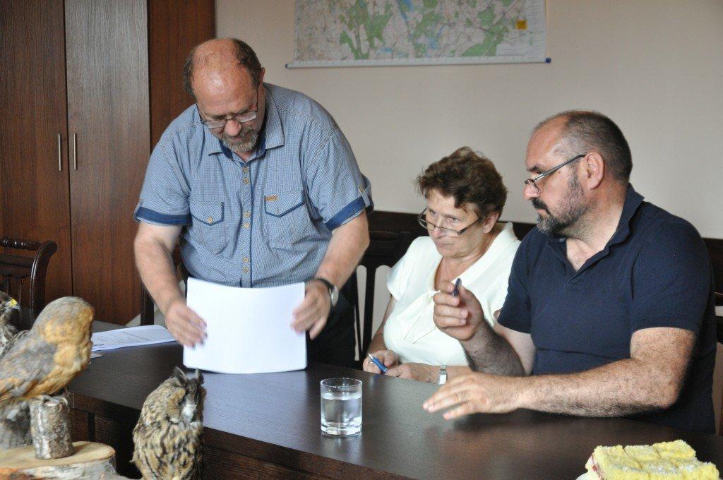 Podpisanie umów na budowę dróg w Koszelewach i Tuczkach