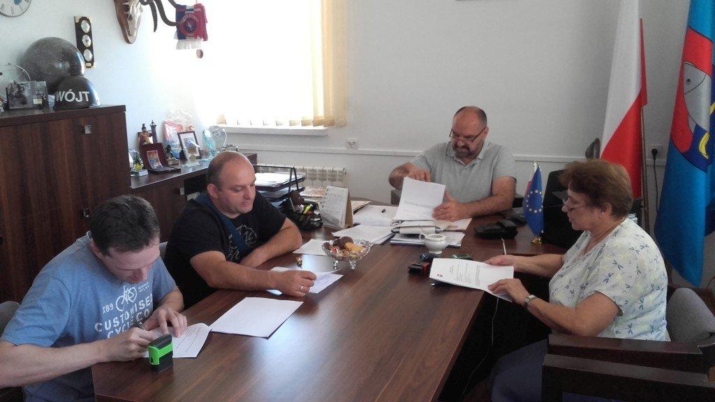 Podpisanie umowy - dostawa sprzętu na potrzeby klubu 'Senior+'