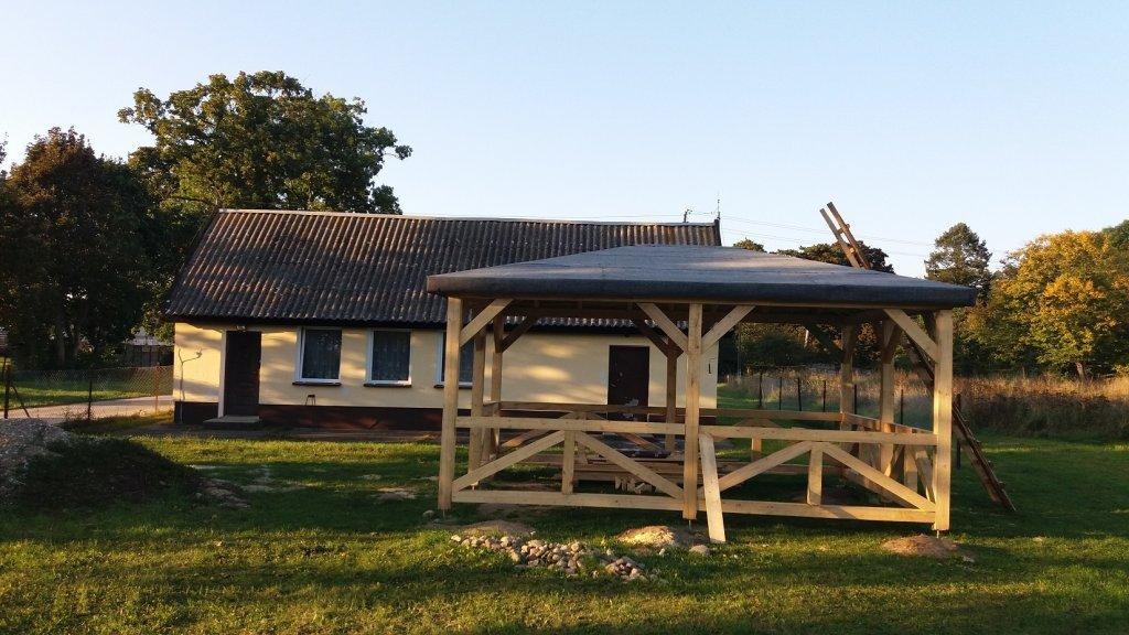 Rapaty: Mieszkańcy budują altanę wiejską
