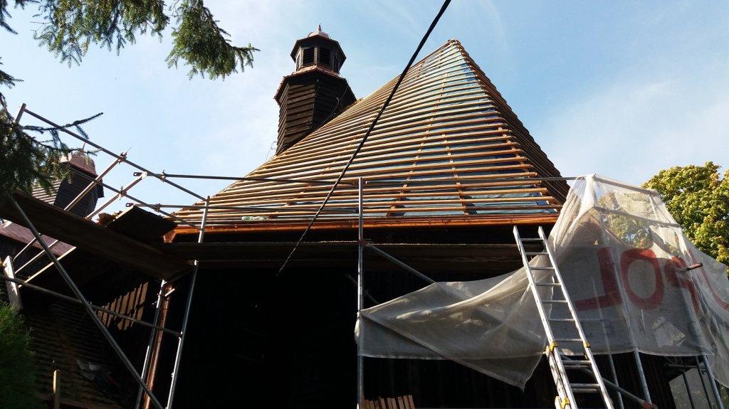 Rumian: Trwa remont dachu kościoła Św. Barbary