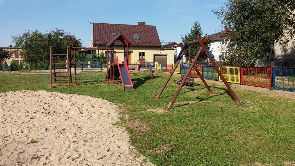 Rybno: Mieszkańcy odnowili place zabaw