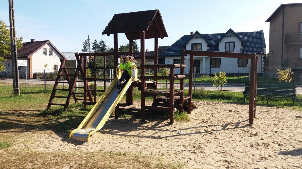 Żabiny: Nowe urządzenia na placu zabaw