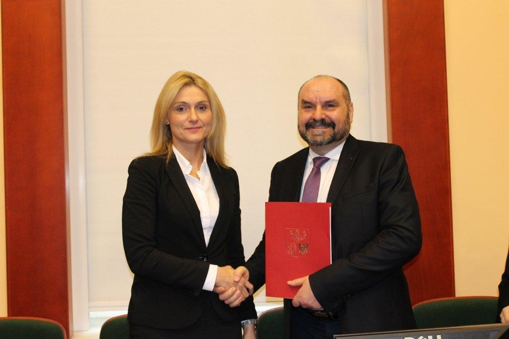 Podpisanie umowy o dofinansowanie wodnego placu zabaw