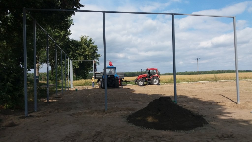 Dębień: Mieszkańcy budują boisko piłkarskie