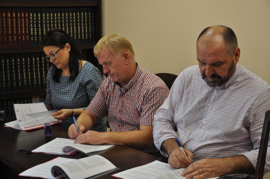 Podpisanie umowy na przebudowę targowiska