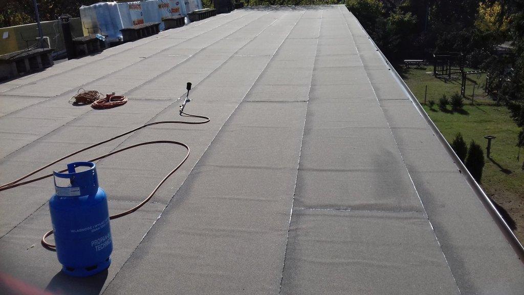 Koszelewy: rozpoczęto prace remontowe na dachu szkoły