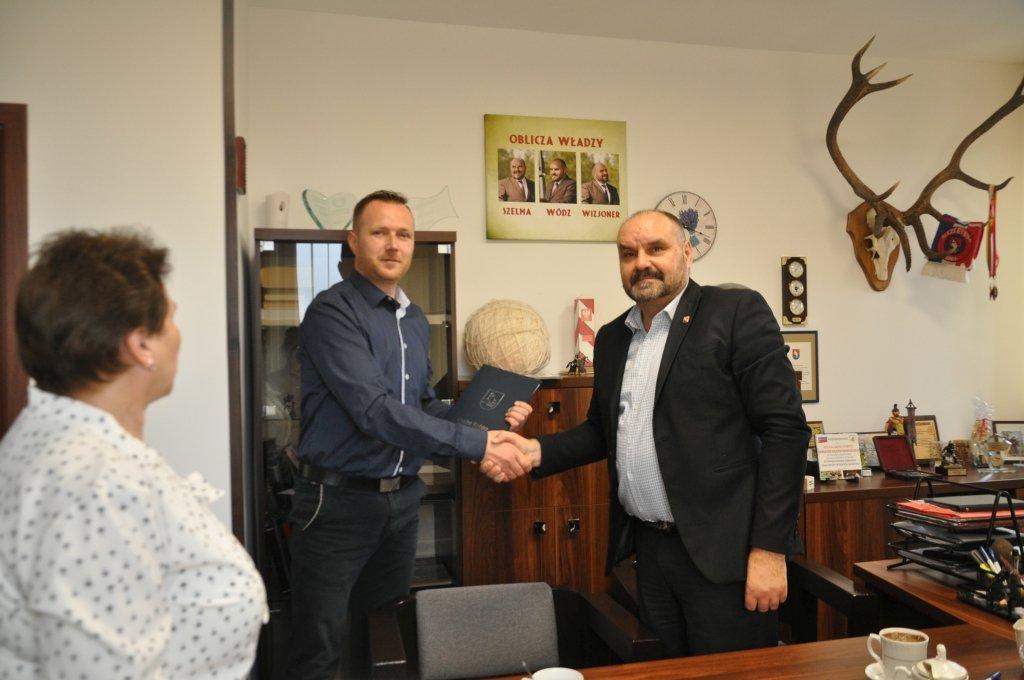 Żabiny: podpisanie umowy na Lokalne Centrum Aktynowości Społecznej