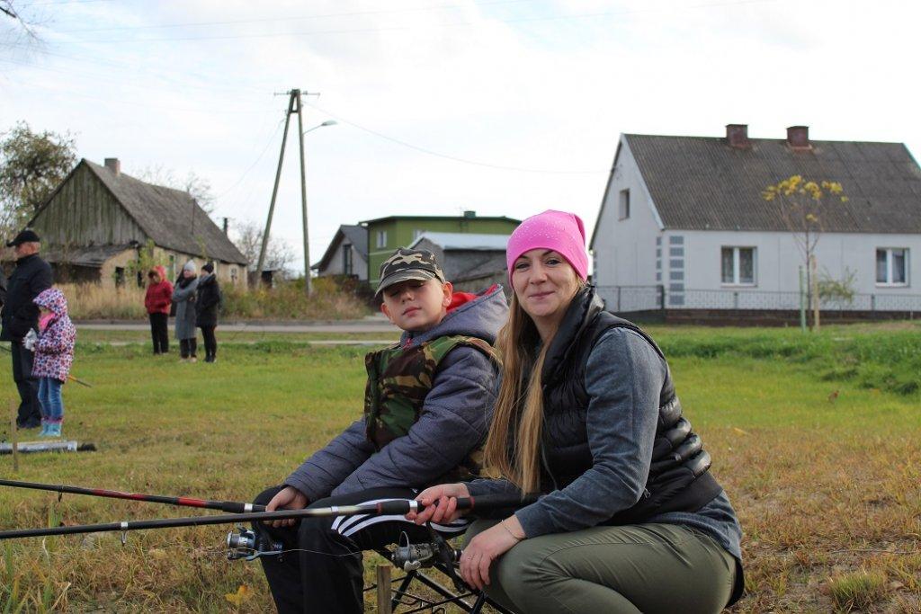 Żabiny: Rodzinne wędkowanie i zarybianie