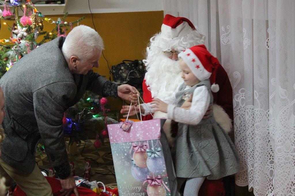 Mikołaj odwiedził dzieci z Rapat