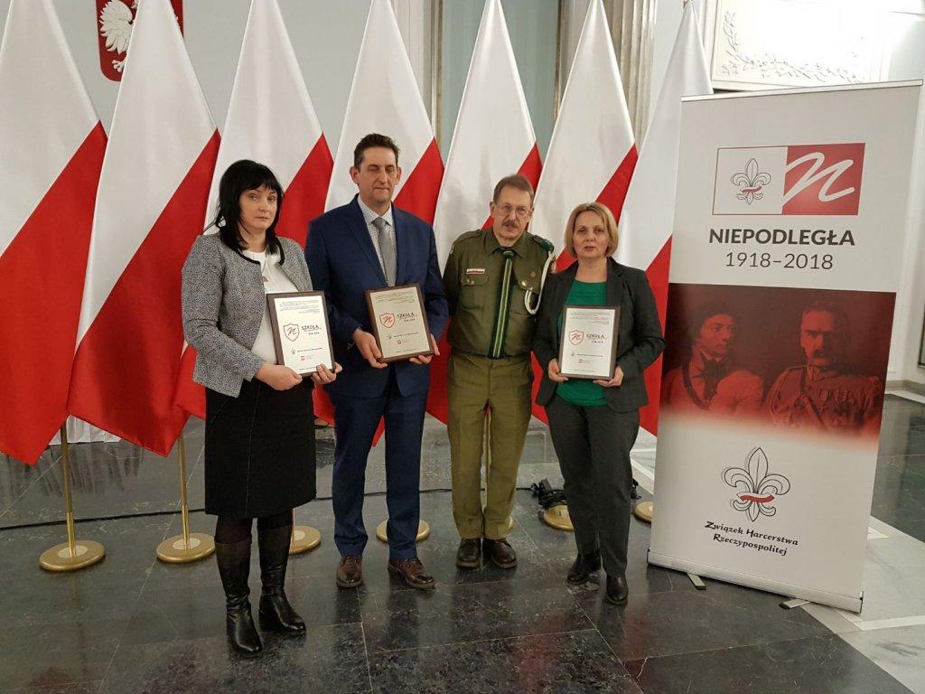 Certyfikaty 'szkoły niepodległej' dla szkół w Hartowcu, Rumianie i Rybnie